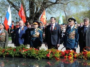 Глеб Никитин возложил цветы к Вечному огню в День Победы